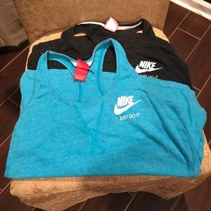 EUC Set of 2 Women's Nike tanks, size Medium